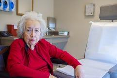starsza kobieta ogniska oko obrazy stock