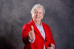 Starsza kobieta pokazuje kciuk up Obraz Stock