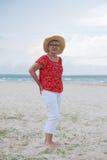 starsza kobieta przy plażą fotografia royalty free