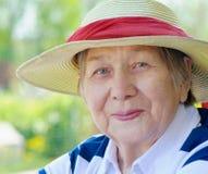 starsza kobieta szczęśliwa Zdjęcia Royalty Free