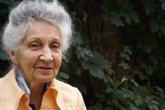 starsza kobieta uśmiechnięta Obrazy Royalty Free