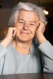starsza kobieta uśmiechnięta obrazy stock