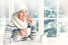 starsza kobieta uśmiechnięta Obraz Stock