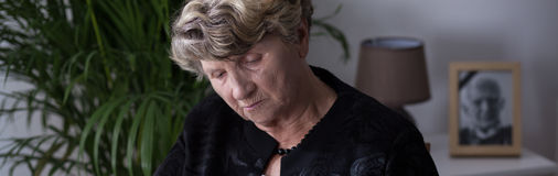 Starsza kobieta w depresji Obrazy Royalty Free