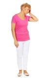 Starsza kobieta z ogromną migreną zdjęcie royalty free