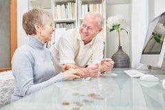 Starsza para emeryci obrazy stock
