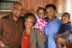 Starsza para małżeńska Z rodziną Fotografia Royalty Free