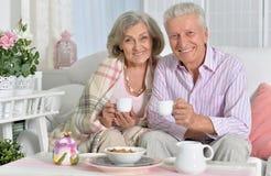 Starsza para pije herbaty Zdjęcie Stock