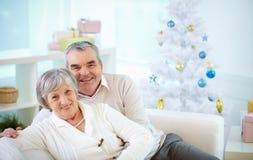Starsza para przy bożymi narodzeniami zdjęcia stock