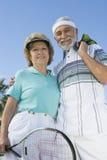 Starsza para Trzyma Tenisowego Racquet I piłki Fotografia Stock
