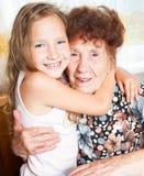 Starsza szczęśliwa kobieta z wnukiem obrazy stock