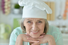 Starsza szef kuchni kobieta fotografia stock