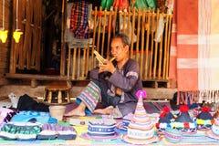 Starsza Tajlandzka mężczyzna spełniania muzyka Fotografia Royalty Free