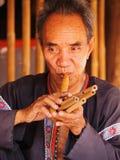 Starsza Tajlandzka mężczyzna spełniania muzyka Obrazy Royalty Free