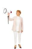 Starsza uśmiechnięta kobieta krzyczy przez megafonu Obrazy Royalty Free