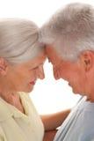 Starsze osoby dobierają się wpólnie obraz stock