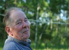 Starsze osoby obsługują cieszyć się outdoors obraz stock