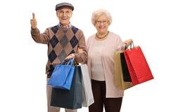 Starsze osoby obsługują i kobieta z torba na zakupy robi kciukowi up Obrazy Royalty Free