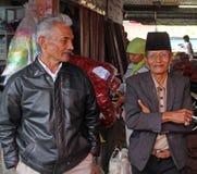 STARSZE OSOBY OBSŁUGUJĄ W INDONEZJA fotografia royalty free