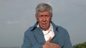 Starsze osoby Obsługują Z klatka piersiowa atakiem serca Lub bólami zbiory