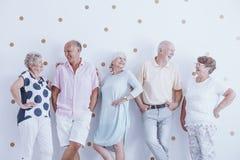 Starsze osoby patrzeje each inny zdjęcie stock