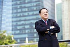 Starszego Azjatyckiego biznesmena uśmiechnięty portret Obraz Stock