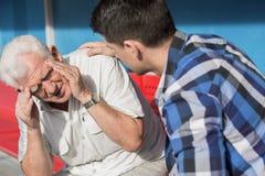 Starszego mężczyzna cierpienie od dizziness fotografia royalty free