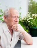 Starszego mężczyzna główkowanie zdjęcia royalty free