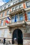 Starszego mężczyzna wyłażenie Gromadzi stację w Francja Obraz Stock