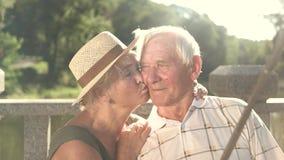 Starszej osoby para bierze romantyczną fotografię zdjęcie wideo