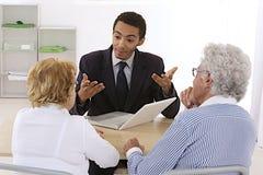 Starszej osoby para przy banka konsultanta biurem Zdjęcie Stock