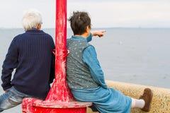 Starszej osoby para przy nadmorski Fotografia Royalty Free