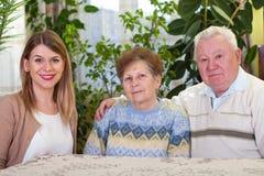Starszej osoby para z szczęśliwym dozorcą Fotografia Royalty Free