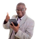 Starszy afrykański mężczyzna pastylki komputer osobisty Obraz Stock