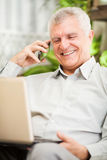 Starszy biznesmen pracuje w domu Obraz Stock