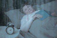 Starszy cierpienie od bezsenność obraz stock