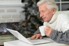 starszy człowiek laptopa Fotografia Royalty Free