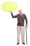 Starszy dżentelmen trzyma żółtego mowa bąbel Fotografia Royalty Free