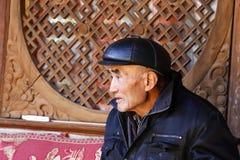 Starszy dżentelmen w wiosce Shaxi, Yunnan, Chiny obraz stock