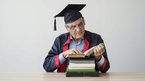 Starszy dorosły mężczyzna w nakrętce zdjęcie stock
