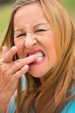 Starszy kobiety toothache plenerowy zdjęcie stock