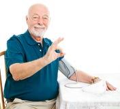 Starszy mężczyzna - ciśnienie krwi jest ok Fotografia Royalty Free