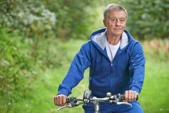 Starszy mężczyzna Cieszy się cykl przejażdżkę W wsi obraz royalty free