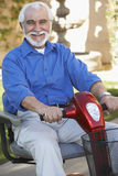 Starszy mężczyzna Na Motorowej hulajnoga fotografia stock