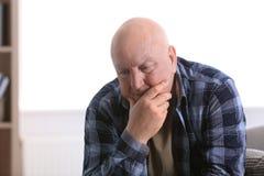 Starszy mężczyzna w stanie depresja obraz royalty free