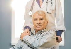 Starszy mężczyzna w wózku inwalidzkim Obraz Stock