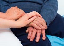 Starszy mężczyzna Z Poważną chorobą Wspiera obrazy royalty free