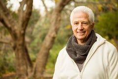 Starszy mężczyzna w parku Obraz Royalty Free