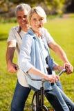 Starszy para bicykl obraz stock