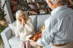 Starszy pary emerytura pojęcia śniadanie wpólnie w domu Zdjęcie Royalty Free